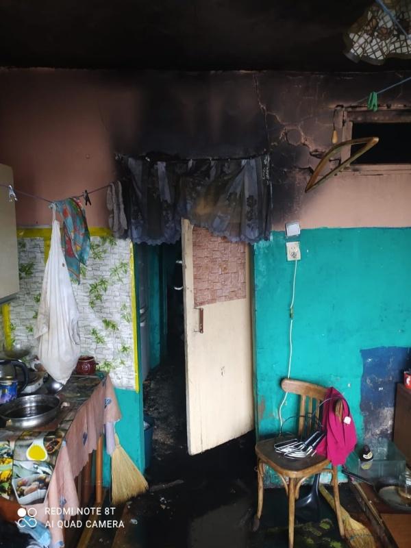 На пожаре в Боровичах спасена женщина